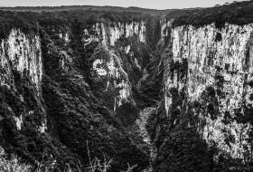 CÂNION APARADOS P&B – Aparados da Serra-Rio Grande do Sul-Brasil